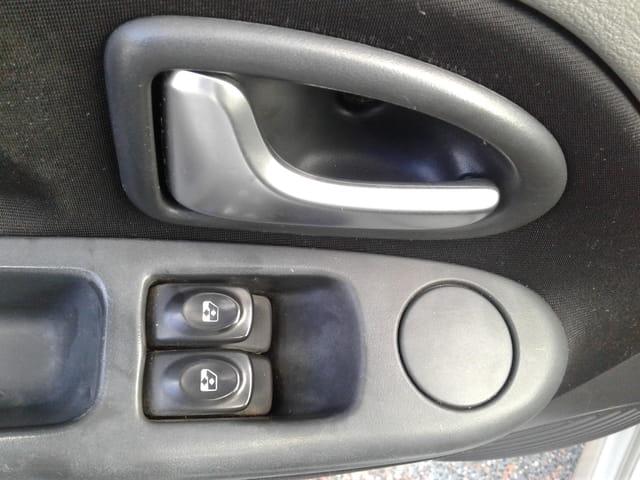 symbol sedan expression 1.6 16v 4p 2010